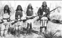 250px-Apache_chieff_Geronimo_%28right%29_and_his_warriors_in_1886.jpg