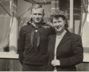USN, Richard C Linsenmaier and his bride, Janet (Holmes) Linsenmaier.