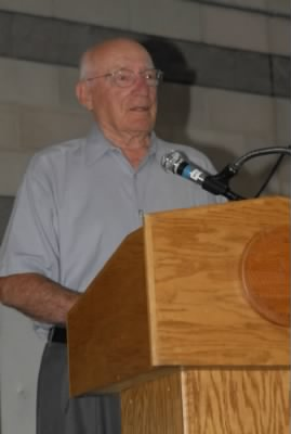 Col Bill Bower, about 90 years old, giving a presentation. - Fold3.com