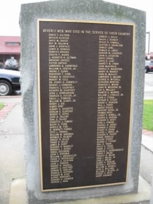 WW2_Memorial_BeveryMA_with_namePhilipTrask.jpg