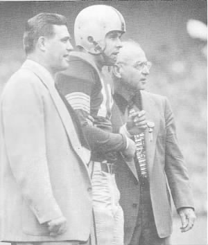 Woody_Hayes,_Dick_Doyle_and_Ernie_Godfrey_(1952).jpg