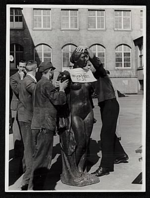 Six men prepare an Aristide Maillol sculpture looted during World War II for transport to France.jpg - Fold3.com
